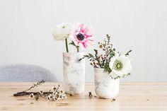 DIY GREEN UPCYCLE : Recycler des pots ou des verres en vase effet marbre !