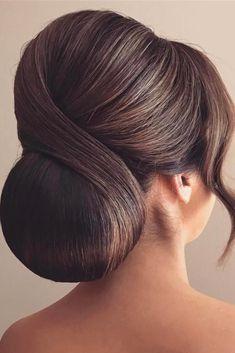 So-Pretty Chignon Bun Hairstyles ★ See more: http://lovehairstyles.com/so-pretty-chignon-bun-hairstyles/ #weddinghairstyles #hairstylesrecogido