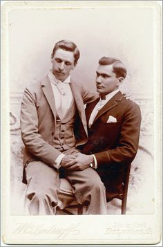 Vintage photographs of gay and lesbian couples and their stories. Vintage Couples, Cute Gay Couples, Vintage Love, Vintage Men, Lesbian Couples, Photos Originales, Dorian Gray, History Channel, Photo Memories