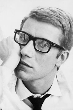 Yves Saint Laurent, Photo by Maurice Hogenboom. So this is what ysl looked like Ysl, Christian Dior, Chris Nicholls, Beautiful Men, Beautiful People, Famous Faces, Karl Lagerfeld, Style Icons, Handsome