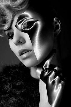Two-Faced Cosmetic Captures : The Edge Sandra Jasińska