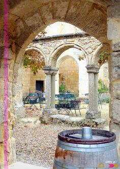 Saint Emilion - Cloître des Cordeliers - have a picnic and bottle of sparkling wine in the courtyard