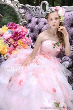 ウェディングドレス、ウエディングドレス、カラードレス、お花、ピンクのドレス
