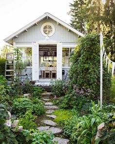 backyard designs – Gardening Ideas, Tips & Techniques Backyard Buildings, Backyard Sheds, Backyard Retreat, Garden Cabins, Garden Cottage, Cottage Chic, Summer House Interiors, Greenhouse Shed, Tiny House Exterior