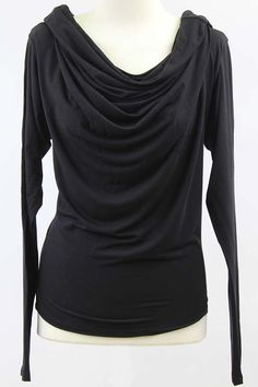 Camiseta mangas murciélago negra, de Isabel de Pedro en www.clfashionable.com
