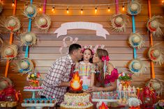 InspireBlog – Moms Festa Junina | 6 anos da Elena - InspireBlog - Moms Backdrop Decorations, Backdrops, Sinulog, 14th Birthday, Kids And Parenting, Wedding Events, Gingerbread, Party Themes, Diy And Crafts