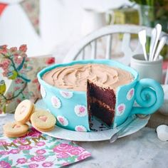 This cup of tea cake is adorable! With a rich, chocolate sponge and a chocolate … This cup of tea cake is adorable! With a rich, chocolate sponge and a chocolate buttercream icing it's not only indulgent but sure to impress all your guests. Pretty Cakes, Beautiful Cakes, Amazing Cakes, Bolo Original, Chocolate Buttercream Icing, Buttercream Birthday Cake, Teapot Cake, Novelty Cakes, Tea Cakes