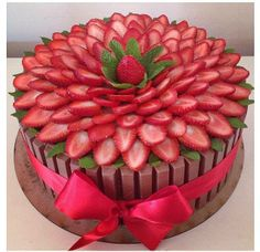 strawberrycake strawberrycake Erdbeerkuchen 916 Source by Pretty Cakes, Cute Cakes, Beautiful Cakes, Amazing Cakes, Food Cakes, Cupcake Cakes, Kitkat Torte, Banana Split Dessert, Strawberry Cakes