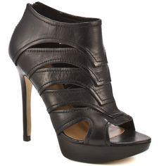 I might just break my neck, but I've got to have these! Guess Shoes   Beratto - Black