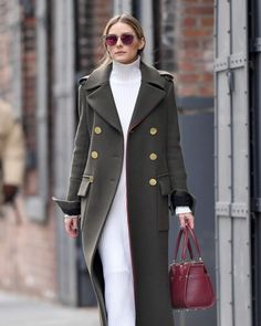 Olivia Palermo in a green coat out in Brooklyn - January 2017 Stile Olivia  Palermo b2bb6f7b192