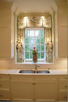 because this fabric window treatment makes doing the dishes a delightly warm & inviting experience.