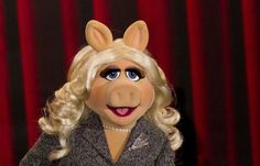 Miss Piggy: Das feministische Schweinderl - Damit eine Frau nicht länger ein Schwein sein muss, um in dieser Welt etwas zu erreichen, bekam nun Miss Piggy den Frauenrechtspreis des Sackler-Zentrums für feministische Kunst am Brooklyn Museum. Mehr dazu hier: http://www.nachrichten.at/nachrichten/meinung/menschen/Miss-Piggy-Das-feministische-Schweinderl;art111731,1837678 (Bild: Reuters)