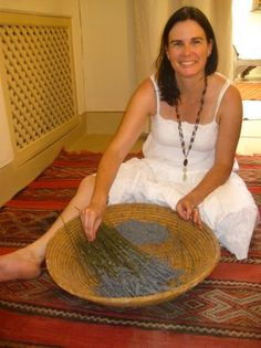 Erin from Center for Integrative Botanical Studies Interview. How an herbalist and ethnobotonist is bringing a coprehensive, sustainable look at herbalism and natural living.  | Natural Living Mamma