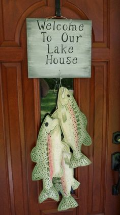 Welcome to our Lake House! Burlap Crafts, Wood Crafts, Diy Crafts, Fabric Fish, Welcome Door Signs, Painting Burlap, Football Crafts, Hanging Beds, Bamboo Art