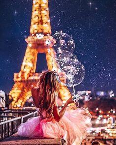 Top 10 Secrets of the Eiffel Tower in Paris Beautiful Paris, I Love Paris, Paris Photography, Girl Photography Poses, Paris Wallpaper, Paris Pictures, Paris Eiffel Tower, Foto Art, Jolie Photo