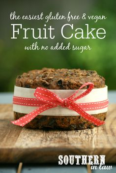 The Easiest Gluten Free & Vegan Fruit Cake Recipe with No Added Sugar. This is a must make for Christmas with just three ingredients! Low fat gluten free vegan refined sugar free dairy free egg free and SO easy to make. No soaking or boiling required Gluten Free Cakes, Gluten Free Desserts, Vegan Gluten Free, Dairy Free, Paleo, Vegan Egg, Lactose Free, Gluten Free Xmas Cake, Grain Free