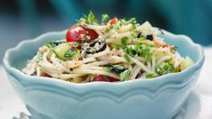Ano, těstovinové saláty umějí být příšerné. Ale tenhle je senzační.
