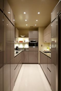 i'm not dying to go back to a galley kitchen, but this one is tres chic