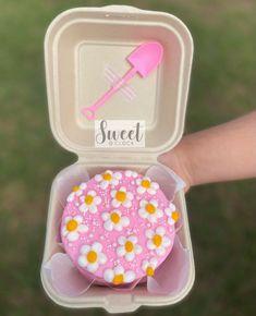 Pretty Birthday Cakes, Pretty Cakes, Mini Cakes, Cupcake Cakes, Bolo Tumblr, Simple Cake Designs, Korean Cake, Pastel Cakes, Cake Decorating Frosting