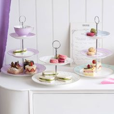 <3 this Hotchpotch Vintage Three Tier Cake Stand with Butterflies.. So chic & vintage 2me!