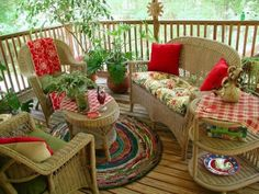 Cute porch area    loveliegreenie