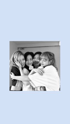 Lisa Blackpink Wallpaper, Wallpaper Iphone Cute, Cute Wallpapers, Aesthetic Gif, Aesthetic Wallpapers, Yg Entertainment, Friends Group Photo, Blackpink Photos, Pictures