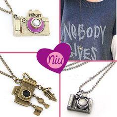 Collares con dijes de cámara, de cadena larga, encuentra esto y mucho más en : www.niuenlinea.co Alex And Ani Charms, Bracelets, Jewelry, Chains, Necklaces, Accessories, Jewlery, Jewerly, Schmuck