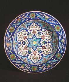 Turkey, Kütahya province, Kütahya kilns (Turkish), Plate with multilayered six-point floral design, late 19th century, stonepaste with polychrome decoration under clear glaze