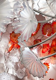 Dale Chihuly, Chelsea Persians, site-specific installation, glass elements on stainless steel armatures. courtesy Marlborough Gallery , New York Blown Glass Art, Art Of Glass, Glass Artwork, Stained Glass Art, Fused Glass, Glass Vase, Wine Glass, Glass Beads, Dale Chihuly