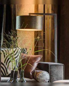 Murillo vloerlamp Old Bronze - Zenza lampen - Stoop Furniture Diy Interior, Interior Design, Industrial Home Design, Belle Photo, Lamp Light, Floor Lamp, Wall Lights, New Homes, Bulb
