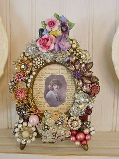 love this idea for old photos WOULD BE GREAT TO DO with MOMS or GRANDMAS  old jewelry in remembrance of them.