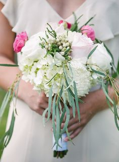 white and green bridesmaid bouquet