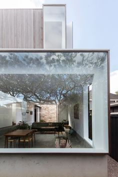 Australian architecture firm Panovscott has overhauled a federation-era cottage in Sydney, adding a stacked extension onto the rear of the building with large picture windows that overlook the garden. Anita Panov and Andrew Scott built the extension with Architecture Résidentielle, Cabinet D Architecture, Australian Architecture, Contemporary Architecture, Contemporary Design, Chalet Extension, Cottage Extension, Modern House Design, Exterior Design