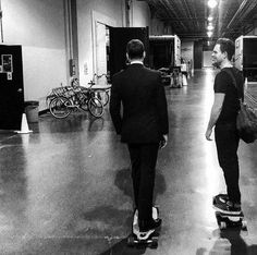 adams and gabriel macht skateboarding on set. (harvey specter and mike ross) Serie Suits, Suits Tv Series, Suits Show, Suits Tv Shows, Pll, Teen Wolf, Harvey Specter Suits, Suits Harvey, Suits Usa