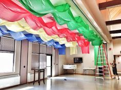 Ceiling decorations made with plastic table covers. Ceiling decorations made with plastic table covers. Hero Central Vbs, Vbs Themes, Party Themes, Medieval Party, Knight Party, Plastic Table Covers, Vbs Crafts, Vacation Bible School, Kids Church