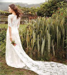 Claire Pettibone Gown and easy beach wedding ideas! #weddingchicks www.weddingchicks...