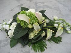 Bloemwerk op maat Large Flower Arrangements, Funeral Flower Arrangements, Funeral Flowers, Flower Vases, Grave Decorations, Flower Decorations, Floral Design School, Funeral Sprays, Casket Sprays
