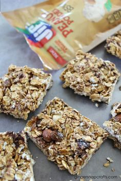 This Easy Homemade Granola Bars recipe from @gingersnapcraft involves just a little bit of baking, cooking & stirring & a whole lot of flavor. Made with oats, honey, peanut powder and your favorite trail mix, these granola bars make the perfect on the go snack!