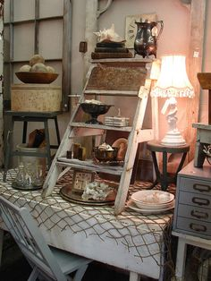VM | Retail VM | Visual Merchandising | Home Adornment | Retail Design | small ladder display