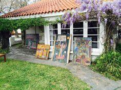 Hoy mi viejo Tola cumpliria 97. Nosotros cercamos la casa con sus cuadros y la primavera lo hizo con glicinas.