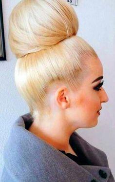 chignon bun blond
