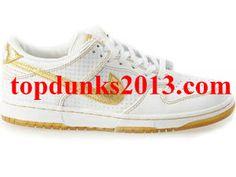 Comfort 08 AP White Metallic Gold Nike Dunk Premium Signed online Nike Kicks, Nike Gold, Dunk Low, Metallic Gold, Nike Men, Running Shoes, Sneakers, Fashion, Runing Shoes