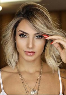 Best Side Parted Short to Medium Blonde Haircuts in 2018 Just go through this post and find our stunning trends and ideas of short to medium hairstyles with side parted styles. This style is no doubt one of the fantastic choice for ladies in Blonde Hair Cuts Medium, Medium Short Hair, Medium Hair Styles, Short Hair Styles, Bob Styles, Braided Hairstyles For Wedding, Fancy Hairstyles, Shortish Hair, Blonde Haircuts