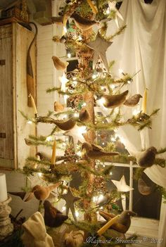 Vintage Christmas - feather tree and birds Primitive Christmas Decorating, Primitive Christmas Tree, Country Christmas, Xmas Tree, Vintage Christmas, Primitive Decor, Primitive Fall, Primitive Homes, Prim Decor
