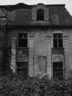 Gleinig Manor was a huge estate built in the19th century; info is incomplete since the manor was built close the Czech and German borders in Northern Poland in a city now called Schlesian, in Germany - it was ruined in WWII.