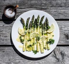 Parsaa hollandaisekastikkeella - asparagus www.nordicatmosphere.com