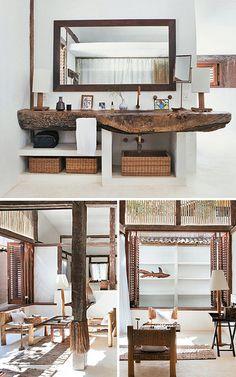 """Bahia, Brasil madeira e branco. a bancada da casa-de-banho em madeira """"bruta""""..."""