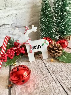 1x hanging wooden rustic reindeer painted white with a distressed finish a cute red