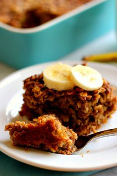 Baked Banana Bread Oatmeal by wholeyum: Filled with hearty oats, sweet bananas, and just the right amount of spices. #Banana+Bread #Oatmeal #Healthy