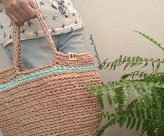Straw Bag, Instagram, Bags, Ideas, Crocheted Purses, Crochet Stitches, Knits, Handbags, Thoughts